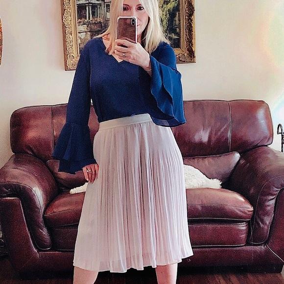 H&M Dresses & Skirts - H&M light taupe full skirt elasticized waistband